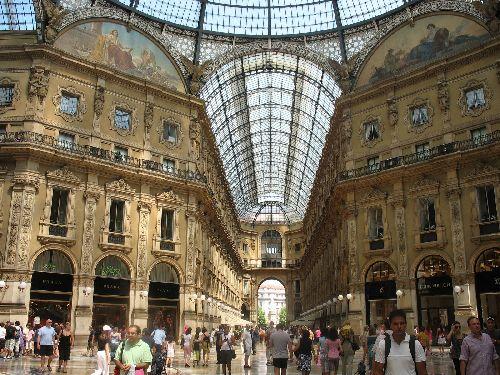 Милан - огромный город, сродни отдельному государству