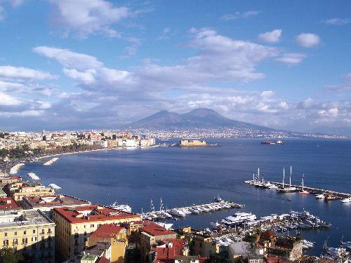 Апрельские деньки Неаполя очень приятные