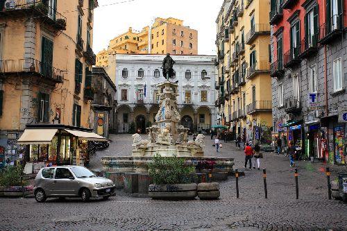 Неаполь  - город, постоянно находящийся в движении