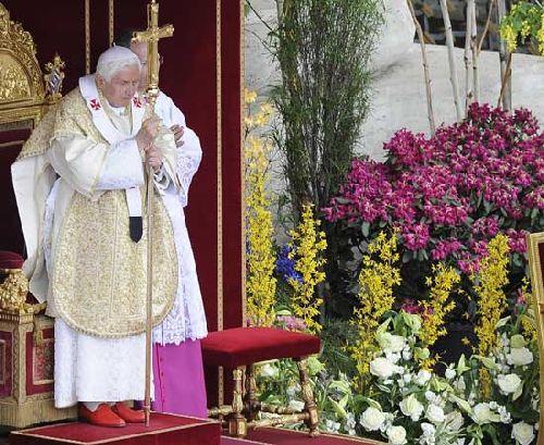 Пасхальное выступление перед народом Папы Бенедикта XVI