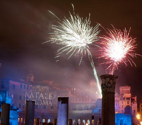 Праздничный салют на День Рождения Рима