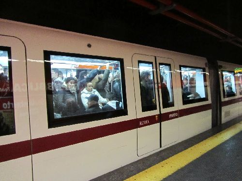 В Римском метро всё привычно