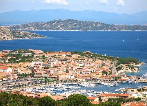 Весной в Сардинии не жарко, можно часами исследовать этот чудный остров