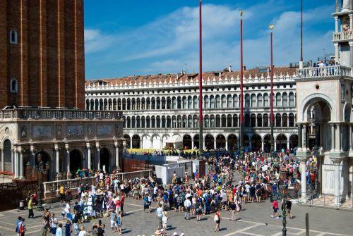 В августе продолжается рост температуры воздуха, равно как и количества гостей города