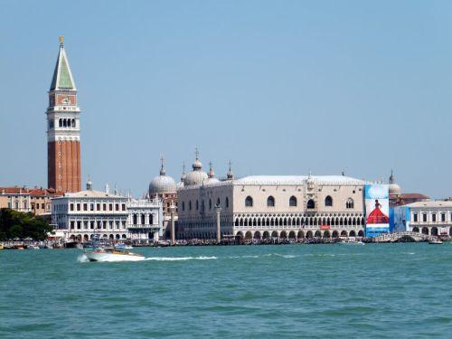 Лето - наиболее оживлённая пора в Венеции