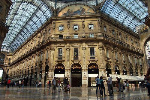 Piazza Vittorio Emanuele II - отличное место шоппинга, правда, не самое дешевое!