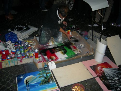 Не забудьте приобрести авторский рисунок или Ваш портрет от местного художника! (Фото с otzyv.ru)