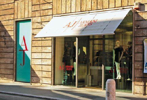 Ну и куда в Риме без банального шоппинга? Здесь всегда есть возможность приобрести пару дизайнерских или просто хороших вещиц (Фото с e-reading.mobi)